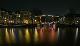 Reflexioner på Amsterdam kanaler Royaltyfri Fotografi