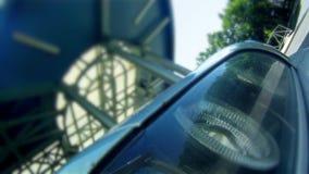 Reflexioner på bilens billykta lager videofilmer