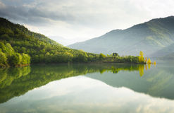 Reflexioner på en lake Arkivbild