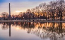Reflexioner Washington, DC för konstitutionträdgårdsoluppgång Royaltyfria Bilder