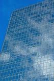 Reflexiones 2 de la ventana de la torre de la oficina Fotos de archivo libres de regalías