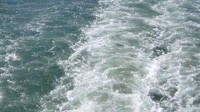 Reflexiones azules de la agua de mar almacen de metraje de vídeo