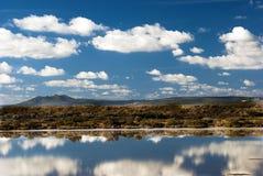 Reflexiones de espejo en Cerdeña Imagen de archivo libre de regalías
