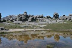Reflexiones de la colina del castillo, Nueva Zelandia Fotografía de archivo libre de regalías