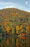 Reflexiones de la montaña fotografía de archivo