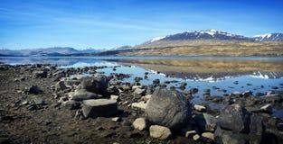 Reflexiones de la montaña - montañas escocesas Foto de archivo libre de regalías