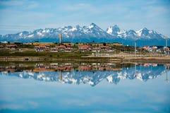 Reflexiones de la montaña, Ushuaia, la Argentina Imagen de archivo libre de regalías