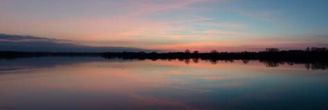 Reflexiones de la puesta del sol Fotos de archivo libres de regalías