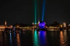 Reflexiones de las iluminaciones de la tierra en Epcot en Walt Disney World Resort 3 foto de archivo