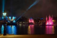 Reflexiones de las iluminaciones de la tierra en Epcot en Walt Disney World Resort 11 fotos de archivo libres de regalías