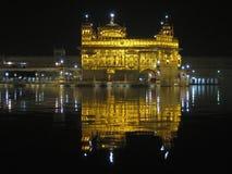Reflexiones de oro del templo Foto de archivo libre de regalías