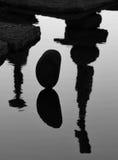 Reflexiones de piedras equilibradas Imagen de archivo libre de regalías