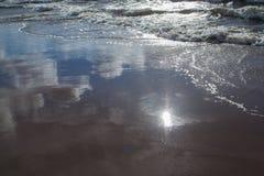 Reflexiones de Sun y del cielo imagen de archivo libre de regalías