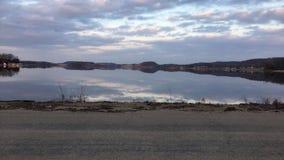 Reflexiones del cielo del lago wisconsin imagen de archivo