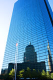 Reflexiones del edificio de Juan Hancock Imagen de archivo libre de regalías