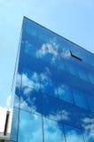 Reflexiones del edificio de oficinas Imagenes de archivo