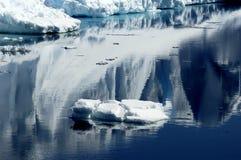 Reflexiones del hielo Imágenes de archivo libres de regalías