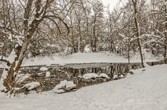 Reflexiones del invierno en una cala Imagenes de archivo