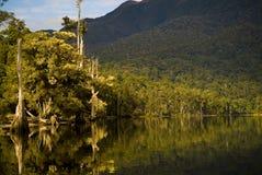 Reflexiones del lago sunrise Foto de archivo libre de regalías