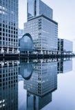 Reflexiones en Canary Wharf, Londres Foto de archivo