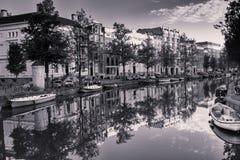 Reflexiones en el canal de Amsterdam Fotos de archivo