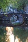 Reflexiones en el canal de Amsterdam imagen de archivo