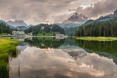 Reflexiones en el lago Misurina Fotos de archivo