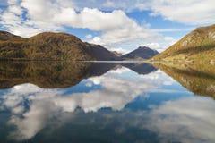 Reflexiones en el lago Totak Fotografía de archivo