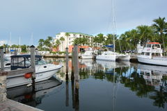 Reflexiones en el puerto deportivo Fotos de archivo