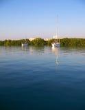 Reflexiones en la bahía fotografía de archivo