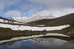 Reflexiones en la montaña Foto de archivo libre de regalías