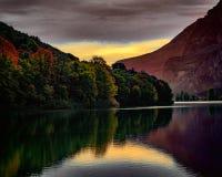 Reflexiones en la puesta del sol Imagenes de archivo