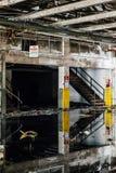 Reflexiones en las aguas inmóviles - fábrica nacional abandonada de la cumbre - Cleveland, Ohio Fotografía de archivo libre de regalías