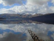 Reflexiones en Loch Lomond fotografía de archivo libre de regalías
