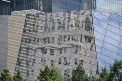 Reflexiones en 9/11 museo - New York City Imágenes de archivo libres de regalías