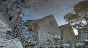 Reflexiones en un desconocido casero imágenes de archivo libres de regalías