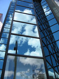 Reflexiones en un edificio Fotografía de archivo libre de regalías