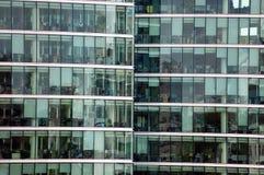 Reflexiones en un rascacielos Imagen de archivo libre de regalías