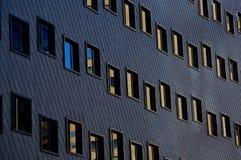 Reflexiones en ventanas de la oficina Imagen de archivo