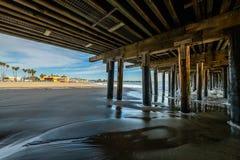 Reflexiones a lo largo de Santa Cruz Beach Boardwalk imagen de archivo