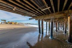 Reflexiones a lo largo de Santa Cruz Beach Boardwalk imagenes de archivo