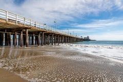 Reflexiones a lo largo de Santa Cruz Beach Boardwalk foto de archivo