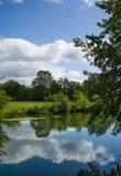 Reflexiones a lo largo del canal en Borgoña Imágenes de archivo libres de regalías