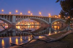 Reflexiones y registro del río fotografía de archivo