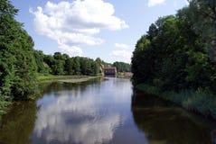 reflexionsflod fortfarande Fotografering för Bildbyråer