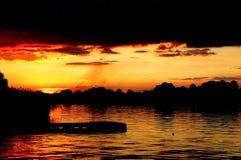 reflexionsflodsolnedgång Fotografering för Bildbyråer