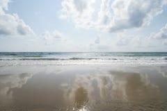 Reflexionshav och himmel Arkivfoto