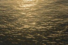 Reflexionsljus vid solnedgånghimmel Arkivbilder