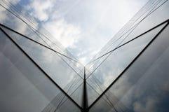 reflexionsskyskrapa royaltyfri fotografi