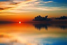 reflexionssolnedgång tobago trinidad Arkivbild
